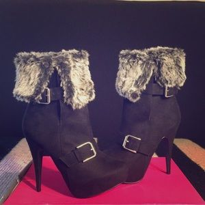 Women's boots with faux fur